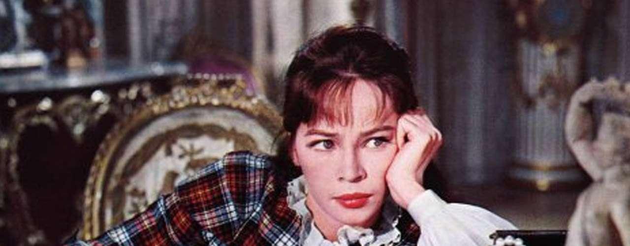 'Gigi': Este filme narra la historia de una chica de espíritu libre en el Paris de inicios de siglo XX que se enamora de un chico adinerado. La historia original es de la francesa Colette, que publicó el libro homónimo en 1945, luego se llevó al cine en 1948 y al teatro en 1951, con Audrey Hepburn como protagonista pero no como musical. Más tarde se ideó ponerle música para el filme de 1958 realizado por Vincente Minnelli, el cual logró 9 premios de la Academia, entre ellos el de mejor película, mejor director, mejor guion y mejor música. Así finalmente 'Gigi' llegó a Broadway ya como exitoso musical.