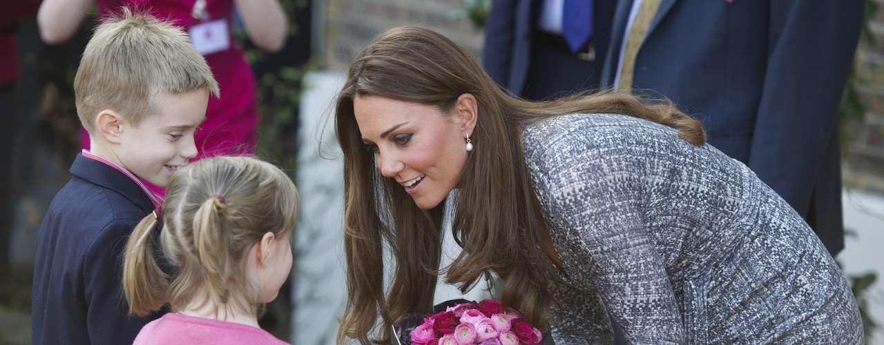 Catalina agradece el gesto de los niños y siempre los recibe con mucho amor
