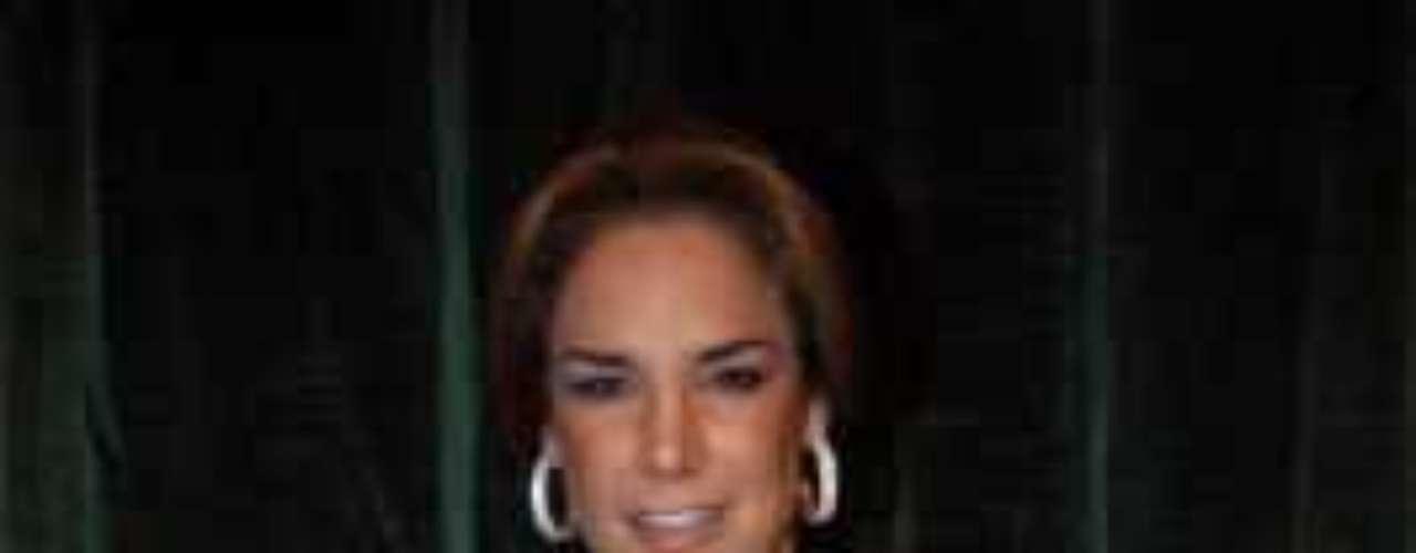 Lis Vega es otro ejemplo de belleza cubana que destaca más por destaparse que por su talento.Actrices de novela: ¿De quién es esta gran 'pechonalidad'?Actrices que se 'inflamaron' con el tiempoEstrellas de novela que se han desnudado en PlayboyDos actrices, un personaje... ¿Quién lo hizo mejor?