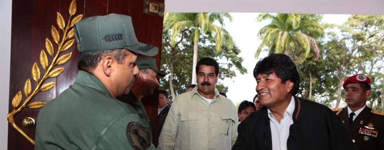 Morales hizo una escala de cinco horas en la ciudad de Caracas, antes de viajar a la Organización de Naciones Unidas (ONU), donde participará en los actos para la inauguración del Año Internacional de la Quinua.