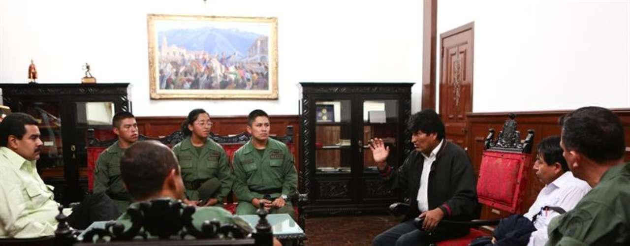 En el encuentro Evo dijo que prefirió no ver a Chávez para que descanse y siga recuperándose. Sin embargo, fuentes del gobierno aseguraron que el líder boliviano se reunió con familiares del presidente de Venezuela, recluido en el Hospital Militar, en Caracas.