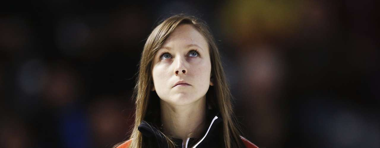 Ontario skip Rachel Homan looks at the video board during the ninth draw at Scotties Tournament of Hearts curling championship against Quebec in Kingston, February 19, 2013.    REUTERS/Mark Blinch (CANADA - Tags: SPORT CURLING)