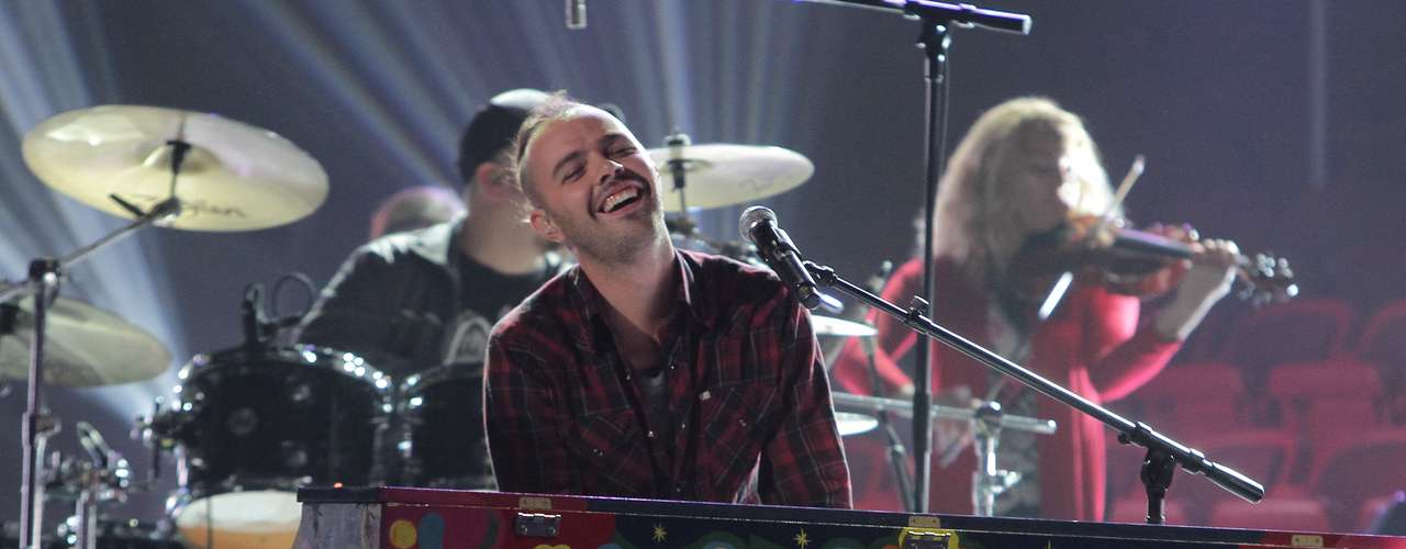 Jesse grins on the piano.