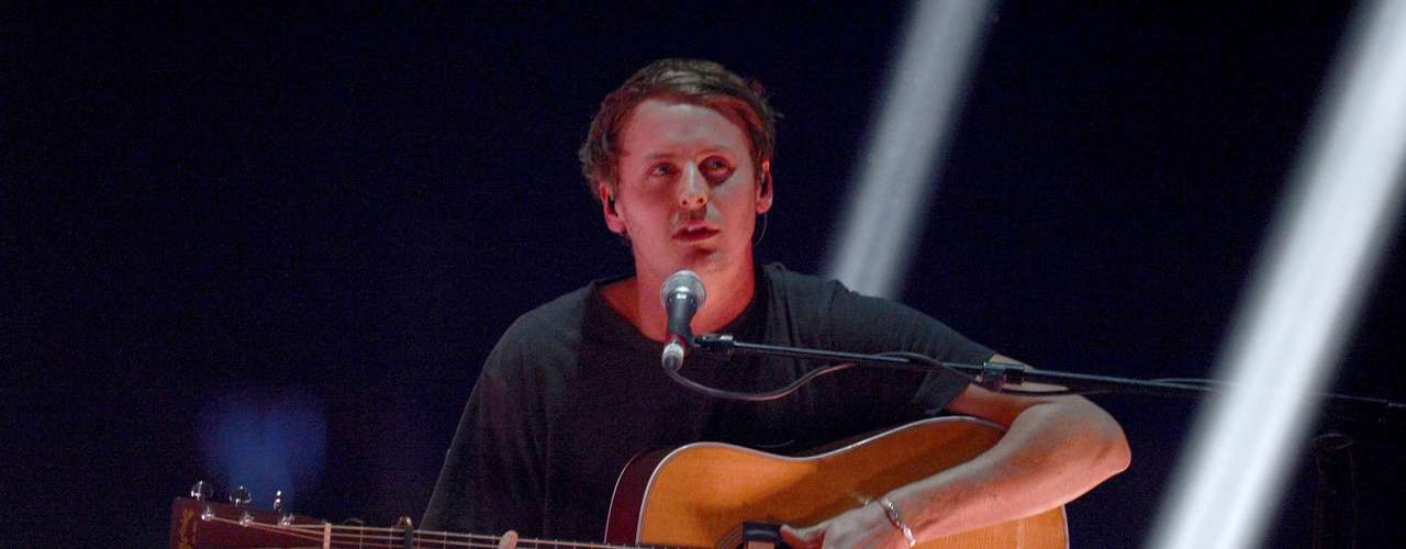 Singer Ben Howard performs during the BRIT Awards, celebrating British pop music, at the O2 Arena in London February 20, 2013.  REUTERS/Dylan Martinez (BRITAIN  - Tags: ENTERTAINMENT SOCIETY) FOR EDITORIAL USE ONLY. NOT FOR SALE FOR MARKETING OR ADVERTISING CAMPAIGNS.