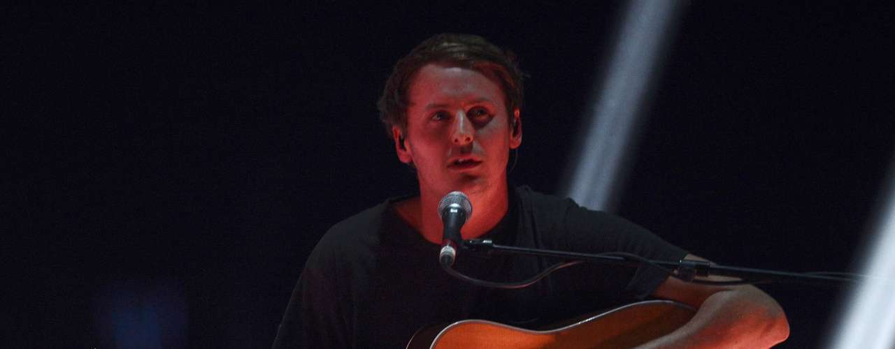Ben Howard performs during the BRIT Awards, celebrating British pop music, at the O2 Arena in London February 20, 2013.   REUTERS/Dylan Martinez (BRITAIN  - Tags: ENTERTAINMENT) FOR EDITORIAL USE ONLY. NOT FOR SALE FOR MARKETING OR ADVERTISING CAMPAIGNS.