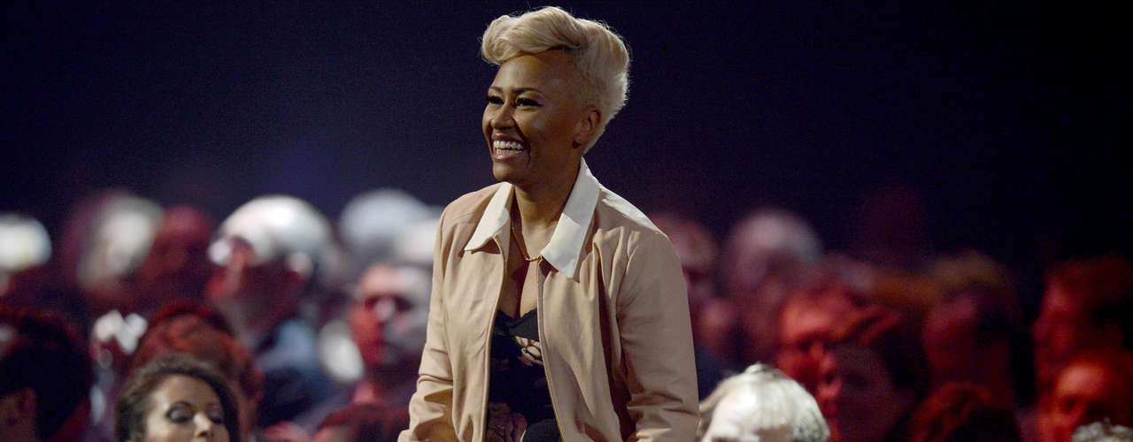 Singer Emeli Sande walks to the stage to be awarded the best British Album award during the BRIT Awards, celebrating British pop music, at the O2 Arena in London February 20, 2013.    REUTERS/Dylan Martinez (BRITAIN  - Tags: ENTERTAINMENT SOCIETY) FOR EDITORIAL USE ONLY. NOT FOR SALE FOR MARKETING OR ADVERTISING CAMPAIGNS.