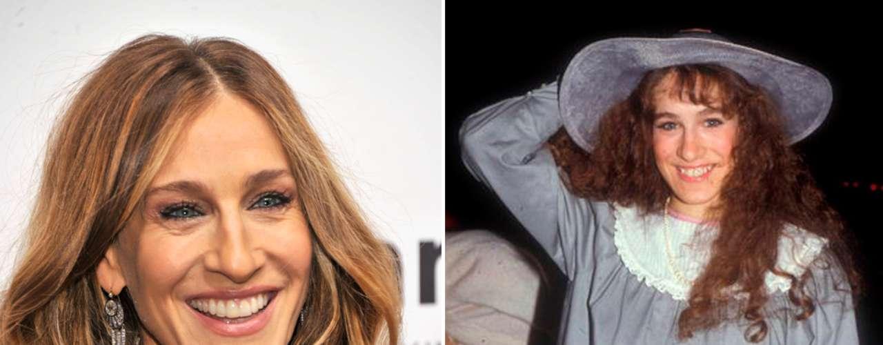 La sexy Sarah Jessica Parker ha sido el modelo a seguir de cientos de mujeres, y no es un secreto que su aspecto no cumple con los estándares comunes de belleza. Muchas veces han revelado la falta de gusto de Sarah en los comienzos de su carrera así como su poca gracia. Pero luego de interpretar a Carrie Bradshaw, ¿quién duda de su capacidad de conquista?