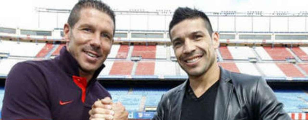 Ha convivido con compatriotas suyos como el técnico del Atlético de Madrid, Diego 'Cholo' Simeone.