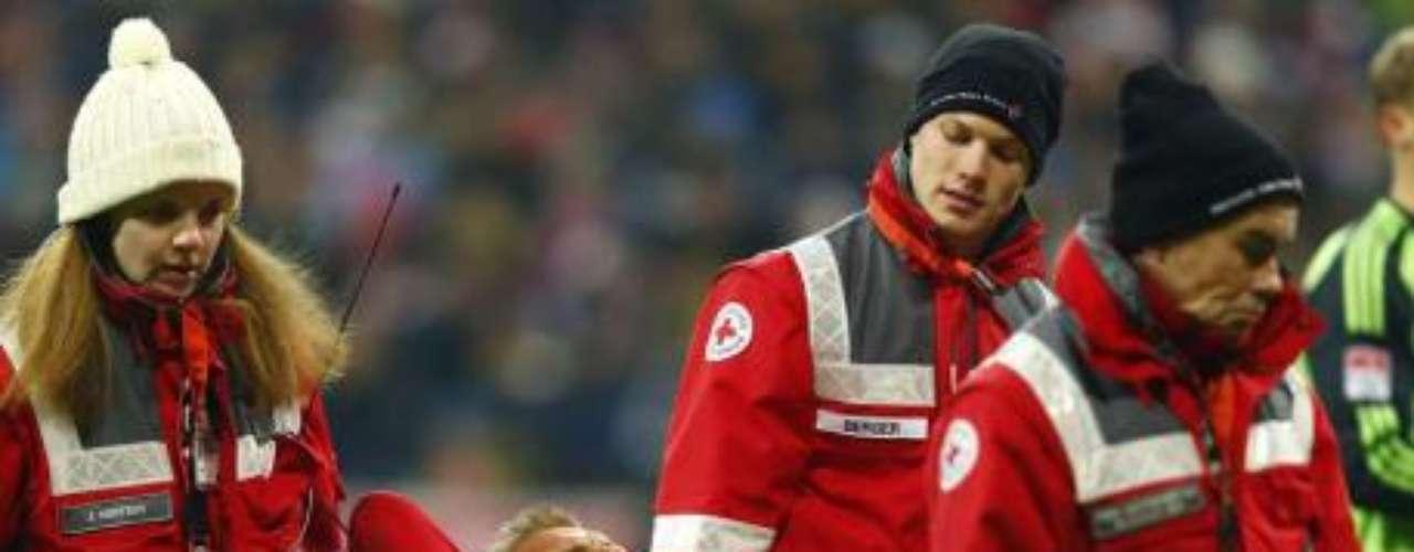 HOLGER BADSTUBER. Uno de los más recientes fue el central de Báyern Múnich, quien se perderá el resto de la temporada tras un fuerte choque ante Mario Goetze, lo que derivó en el diagnóstico menos halagador tras romperse el ligamento cruzado.