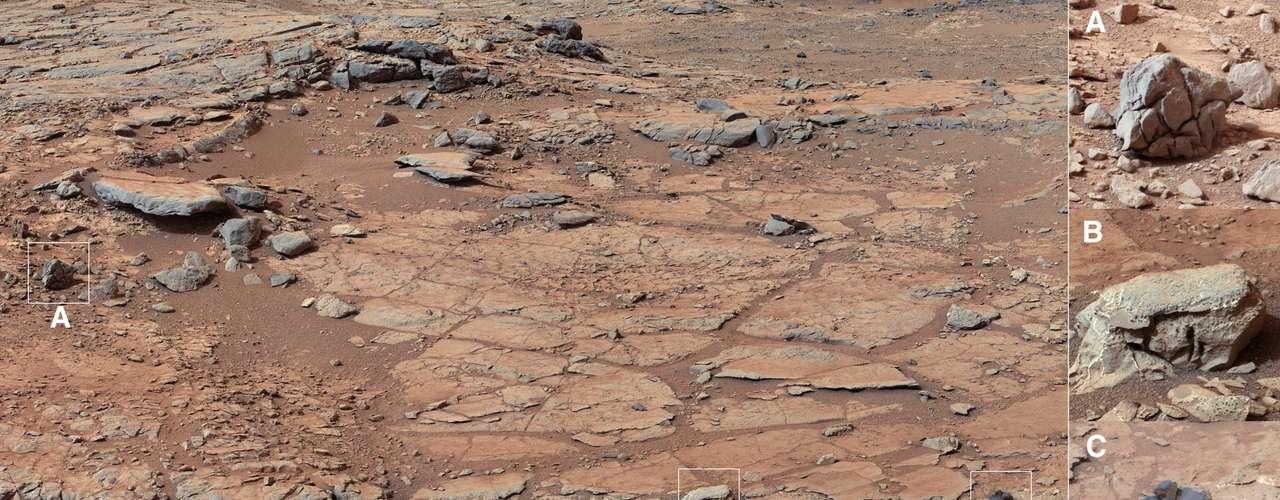 El paisaje marciano presenta manchas anaranjadas y rojas, por el polvo rico en hierro de la superficie. Ese polvo es movido por el viento en todas direcciones dentro de la atmósfera.