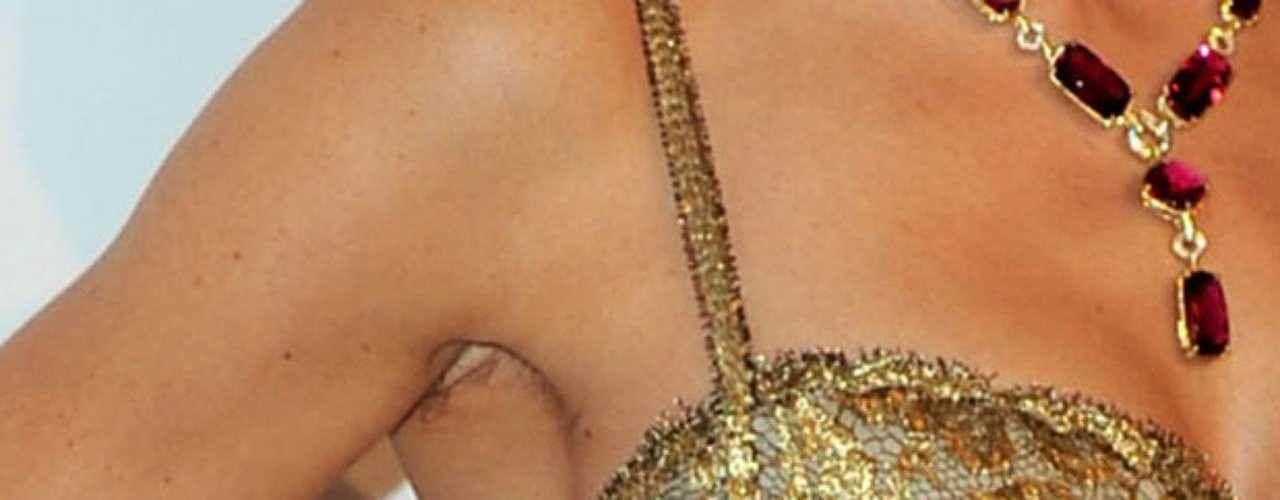 Ella mostró no preocuparse demasiado por el aspecto de las axilas y exhibió tranquilamente esta zona de su cuerpo en 2010