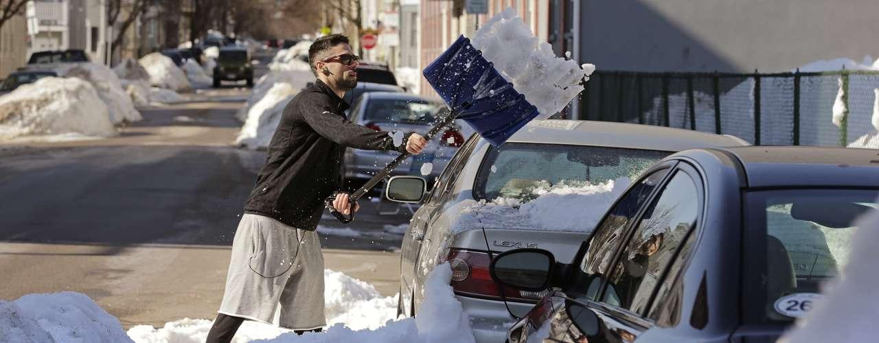 También se pronosticó que en algunas partes del estado de Nebraska podrían caer más de 30 centímetros de nieve y que las acumulaciones harían que algunos caminos quedaran imposibles para transitar.