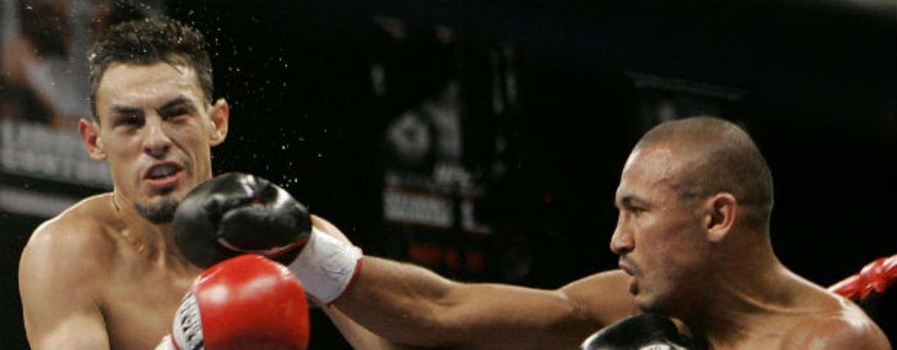 Algunos malos momentos de Guerrero son como cuando tuvo un 'no contest' ante el mexicano Orlando Salido en una pelea pactada en la división Pluma. El púgil azteca retuvo su cetro de la FIB en esa batalla celebrada en 2006.