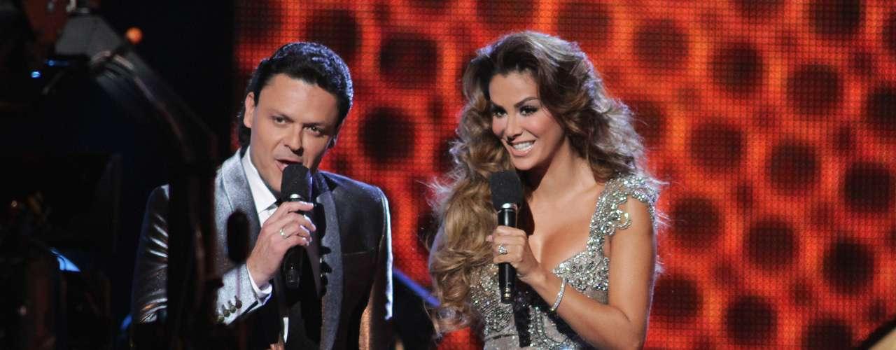 En seguida los presentadores de la noche Ninel Conde y Pedro Fernández, tomaron el control de los premios, como conductores de una noche llena de emotivas sorpresas y mucho glamur