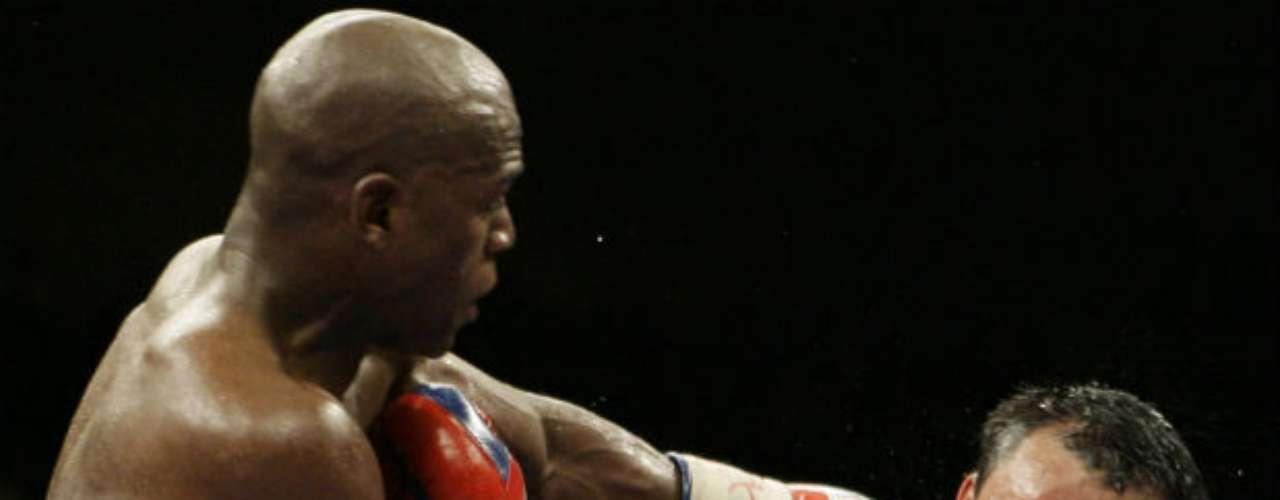 También el mexicano Juan Manuel Márquez ha sido víctima de Mayweather. En una buena pelea, el estadounidense se impuso por decisión unánime en el 2009.