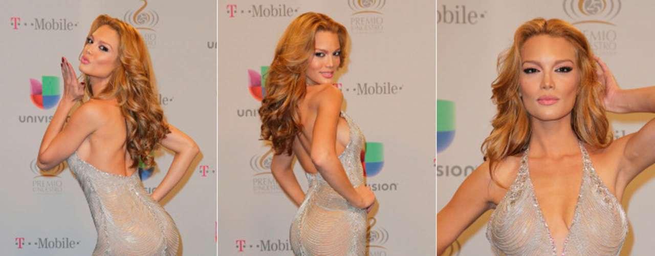 La ex Miss Universo 2006, Zuleyka Rivera, nos sorprendió con sufigura y cambio radical. En este mini vestido lució un ¡cuerpazo!