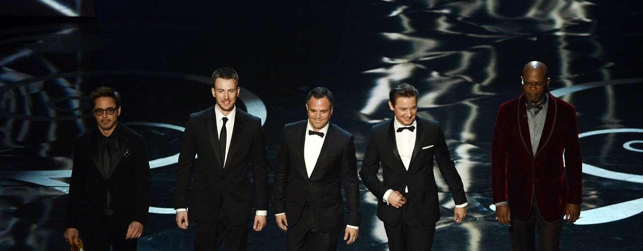 Los guapos caballeros del elenco de la película 'The Avengers' llegaroa la velada para enloquecer a las damas.