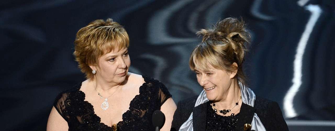 Las maquilladoras Julie Dartnell y Lisa Westcott no caben de la emoción al recibir el premio Mejor Maquillaje y Peinado, gracias al impecable trabajo que realizaron en la película 'Los Miserables'.