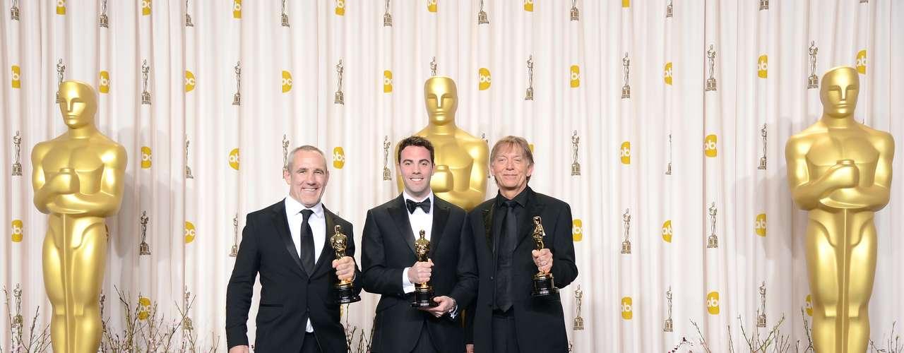 Los técnicos Andy Nelson, Mark Paterson y Simón Hayes, quienes ganaron un Oscar para la cinta en la categoría Mejor Mezcla de Sonido, dijeron en la sala de prensa, que los actores si interpretaron sus números y que duraban 12 horas o más cantando en el foro.