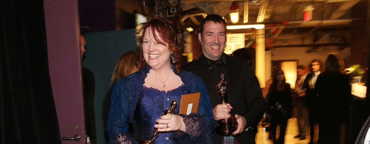 Felices se vieron Mark Andrew y Brenda Chapman detrás del escenario, luego de aceptar el Oscar por la película animada de Pixar, 'Brave'.