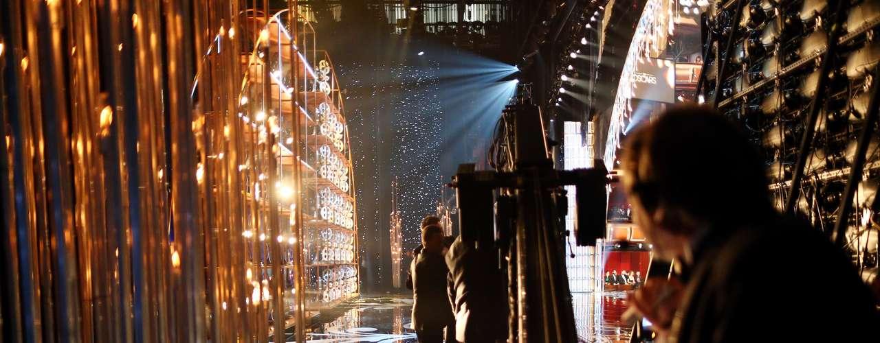 Esta es una rápida mirada al escenario detrás de cámaras.