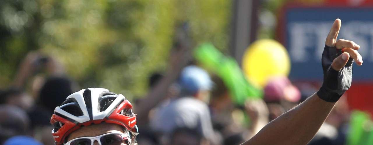 Puede que el apuesto y veterano ciclista italiano Daniele Bennati no haya logrado demasiados logros, pero sus 2 etapas en el Tour de Francia, 6 en la Vuelta a España y 3 en el Giro de Italia no son nada despreciables.