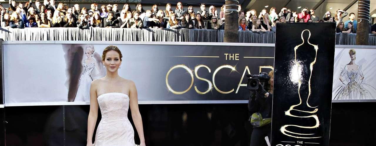 Se destacó con un Dior Haute Couture blanco roto y el cabello castaño con reflejos claros recogido en un moño bajo.