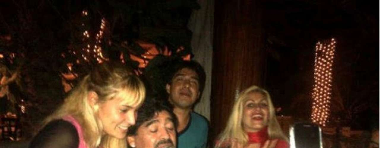 The new couple reportedly met through the owner of bar Maradona like to go to in Mar del Plata.