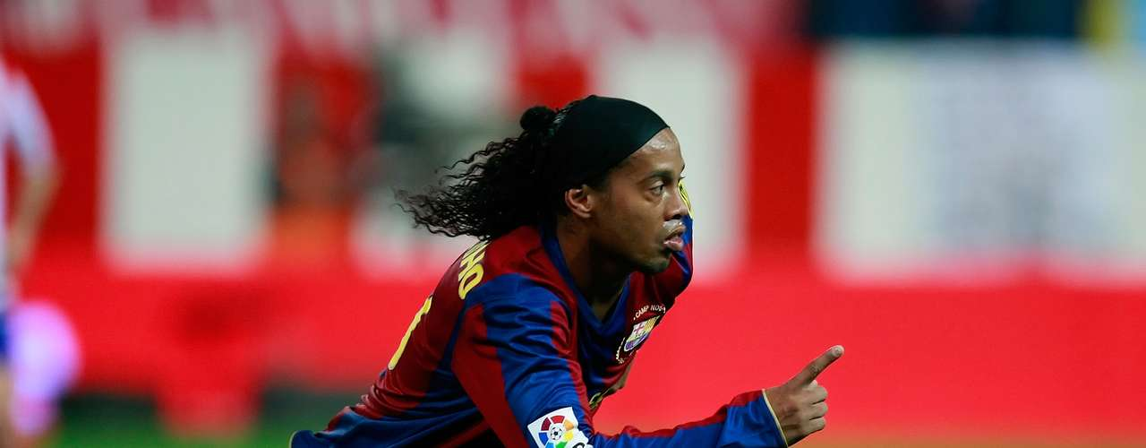 With Ronaldinho at the helm, Barcelona recovered their European glory after winning the Champions League in 2006. During th e 2004-2005 season, he scored twice against Real madrid in a 3-0 win, bringing the Bernabeu itself to give him a standing ovation.