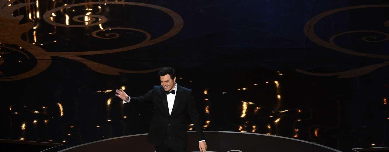 En la velada,Seth MacFarlan dejó claro que aparte de animar y actuar también sabe cantar.