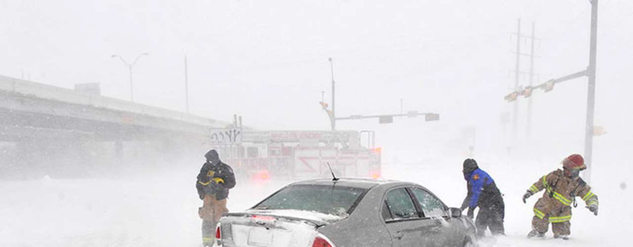 THe National Meteorologic Service emitted a warning of strong winds and snow in Kansas.