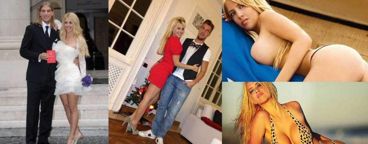 Pocas esposas de futbolistas han alcanzado tal notoriedad como Wanda Nara, pareja de Maximiliano López, delantero de la Sampdoria. Y es que Wanda es modelo, actriz yconductora, siendo sin duda alguna la sensualidad su sello distintivo. Compruébalo.