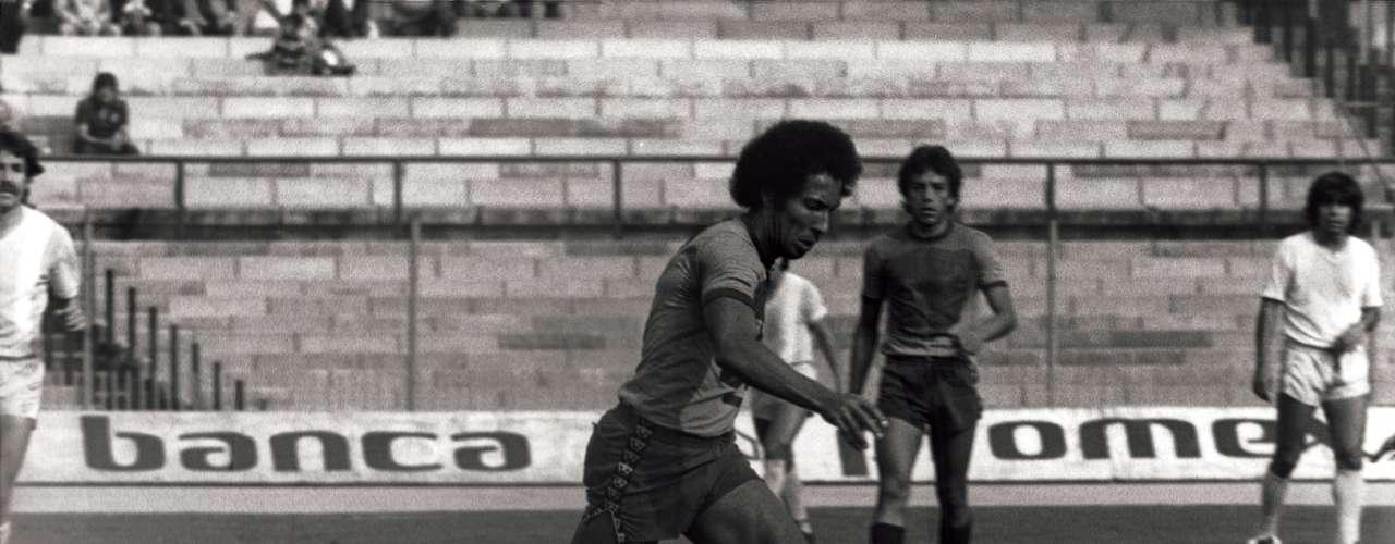 Evanivaldo Castro 'Cabinho' consiguió cuatro títulos de goleo con Pumas, en las cinco temporadas que defendió los colores auriazules. (1974-1979). El brasileño tiene el récord de anotaciones del futbol mexicano con 312.