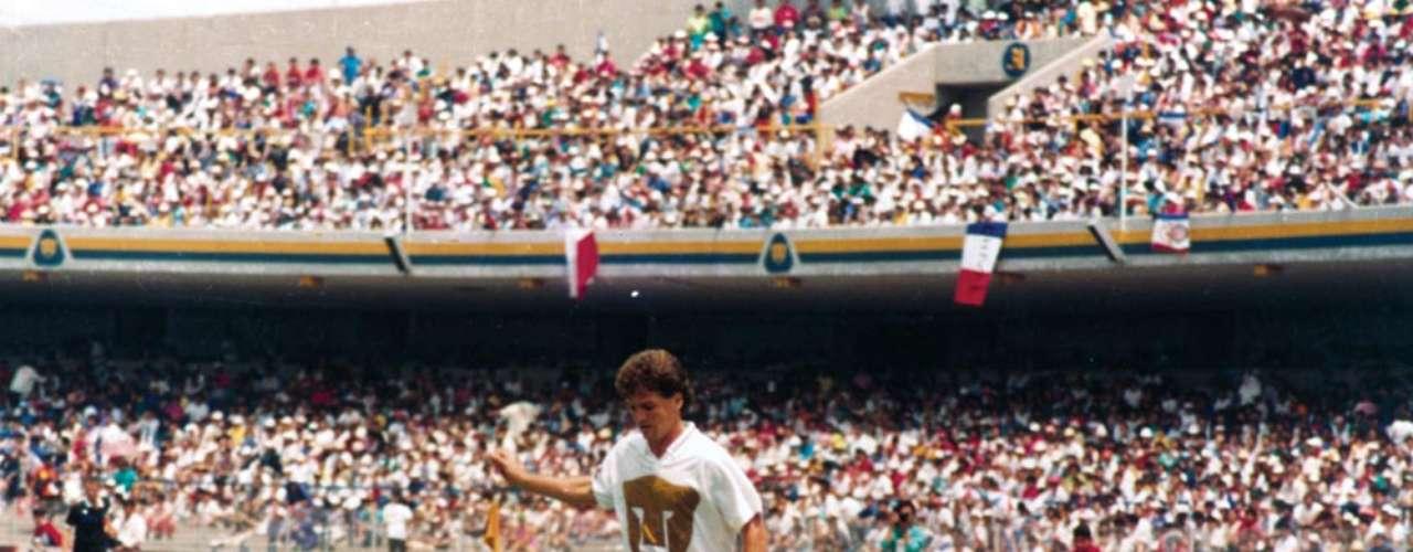Luis García fue bicampeón de goleo con Pumas en 1991 y 1992, lo que le valió para fichar con el Atlético de Madrid, luego de cinco años como delantero felino.