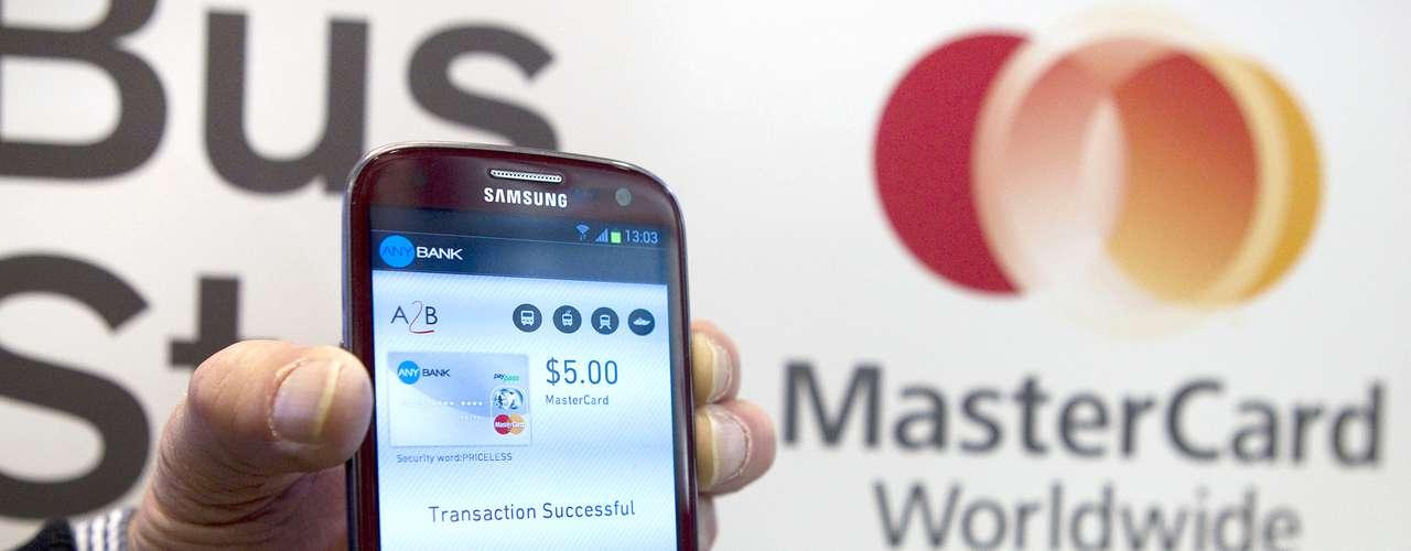 MasterCard presenta el futuro de los pagos con MasterPass, un nuevo servicio digital que permite a los usuarios convertir cualquier dispositivo en un dispositivo de compras. Visa anunció un acuerdo con Samsung para pagar las compras directamente con ciertos tipos de teléfonos del fabricante surcoreano.