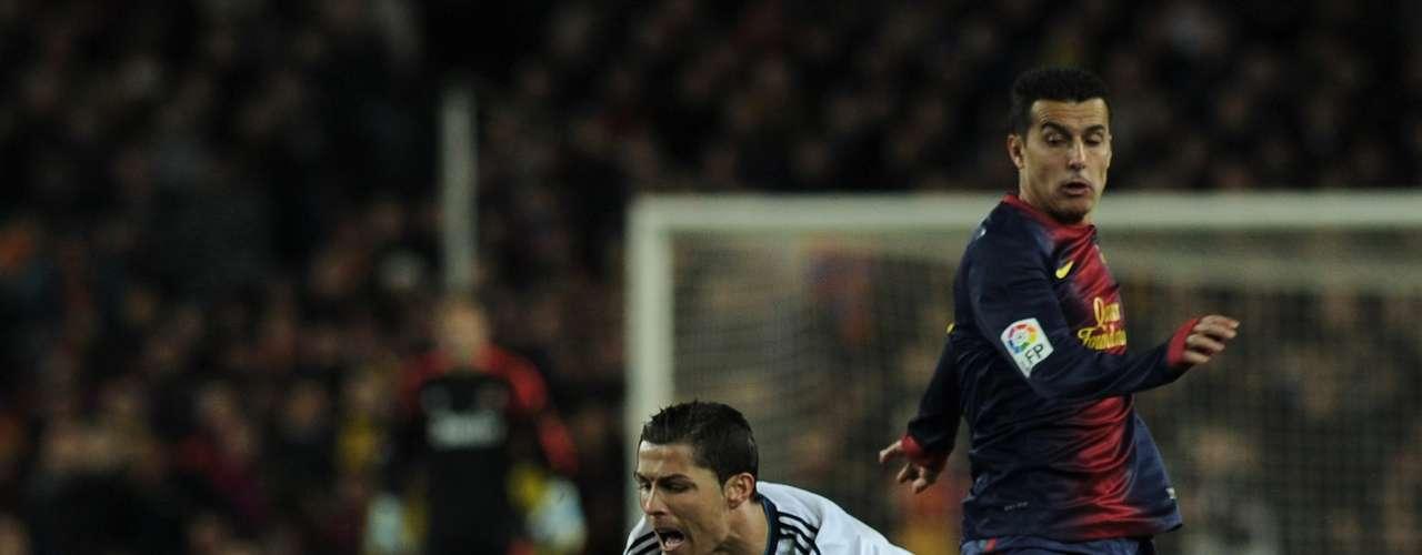 Como siempre, la estrella del Real Madrid, Cristiano Ronaldo, terminó en más de una ocasión en el suelo.
