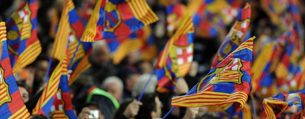 Antes del encuentro, los fanáticos del Barcelona le pusieron todo el color y el ambiente al Camp Nou, escenario de la debacle barcelonista.