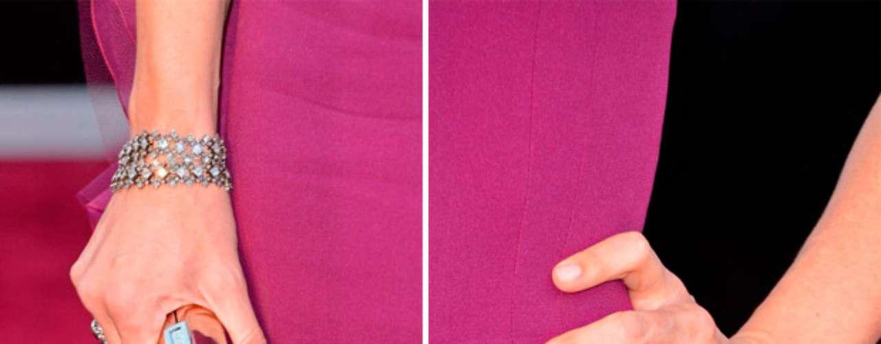 El clutch de Garner fue una buena apuesta.La combinación entre el metalizado y el color de su vestido hizo el complemento perfecto para la esposa de Ben Affleck.