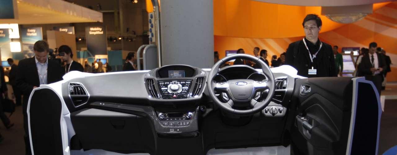 El nuevo equipamiento tecnológico del Ford EcoSport es exhibido durante el congreso, en Barcelona. La versión europea del vehículo ha sido presentada en el MWC.