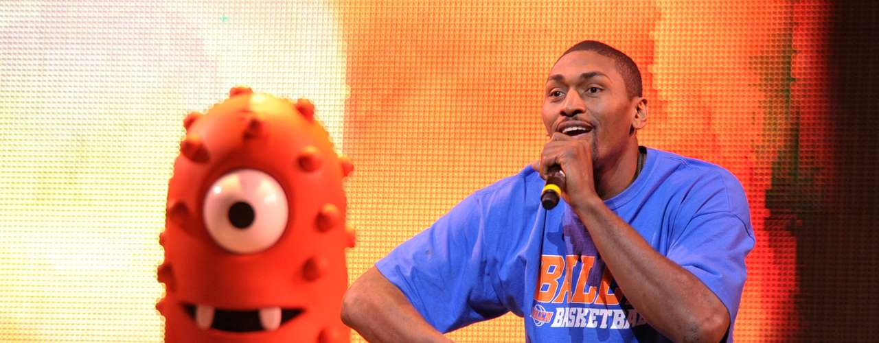 El polémico jugador de la NBA Metta World Peace ha logrado balancear exitosamente sus actividades dentro y fuera de la cancha. En 2006, lanzó el disco de rap My World, que contó con la participación de artistas como P. Diddy, Juvenile, Mike Jones, Big Kap, Nature y Capone.