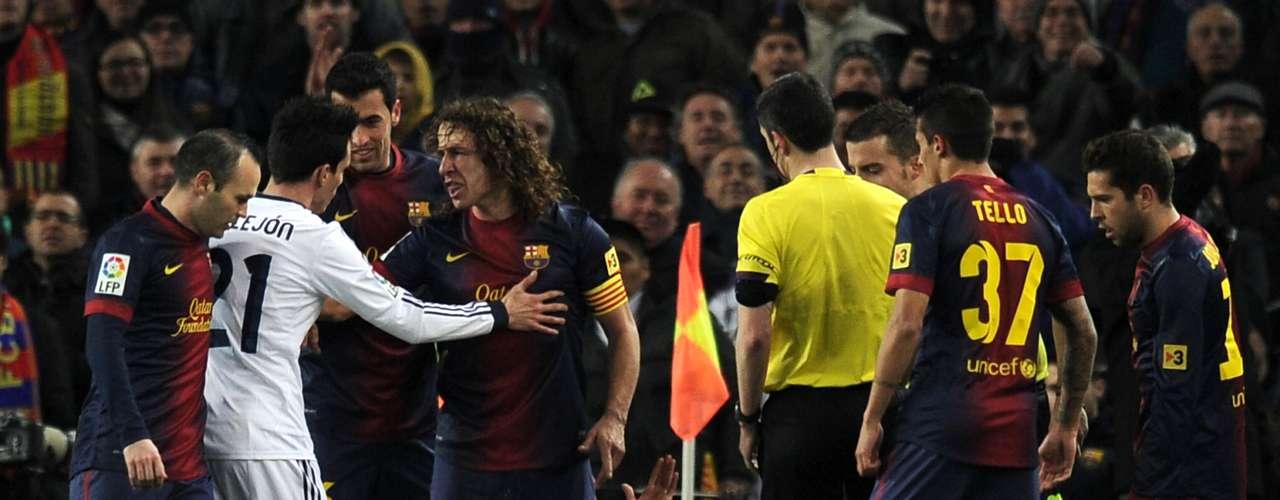 Casi al terminar el partido, las emociones iban caldeándose, pero por fortuna las discusiones con el árbitro no pasaron a mayores.