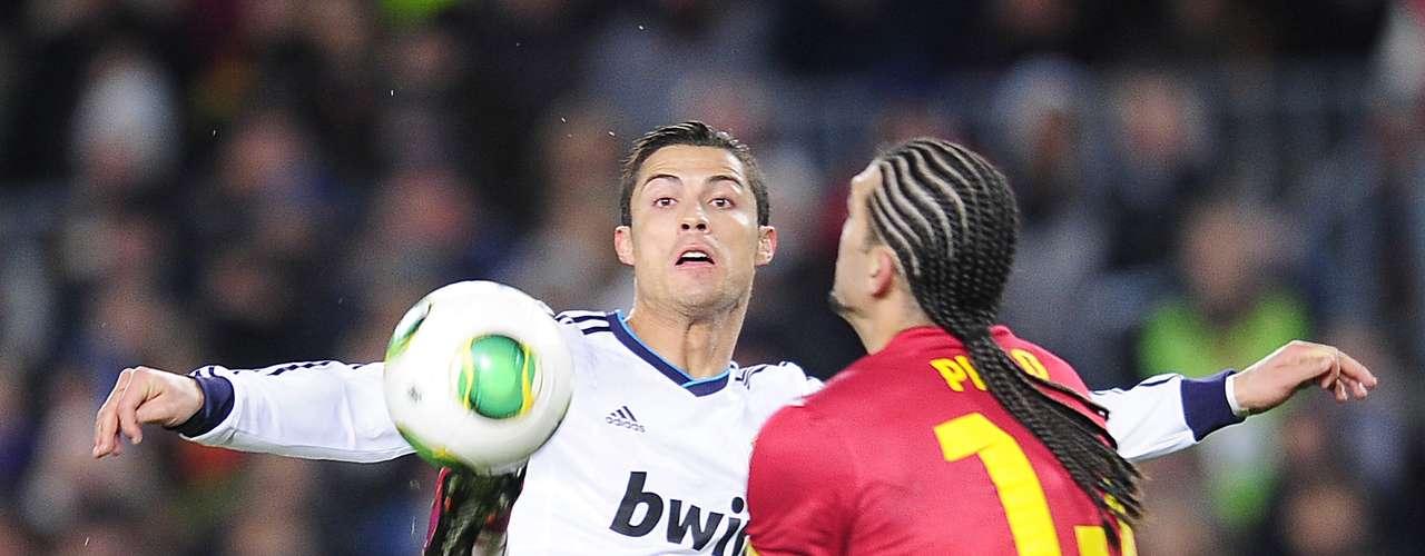 ¿Cuál será la intención del portero del Barcelona, José Pinto, con eso de 'sostenerle' la pierna a CR7?