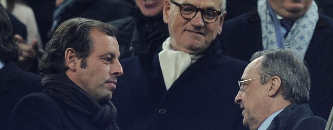 Además, como muestra de cordialidad y respeto, los presidentes de ambos clubes, Sandro Rosell y Florentino Pérez, decidieron dejar el enfrentamiento para sus jugadores y estrecharon sus manos antes del partido.