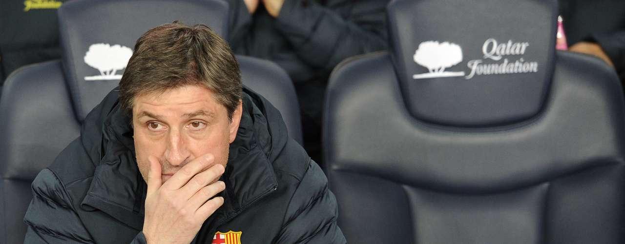 El estratega del Barcelona, Jordi Roura, no pudo ocultar su preocupación por la derrota que se estaba llevando su equipo.