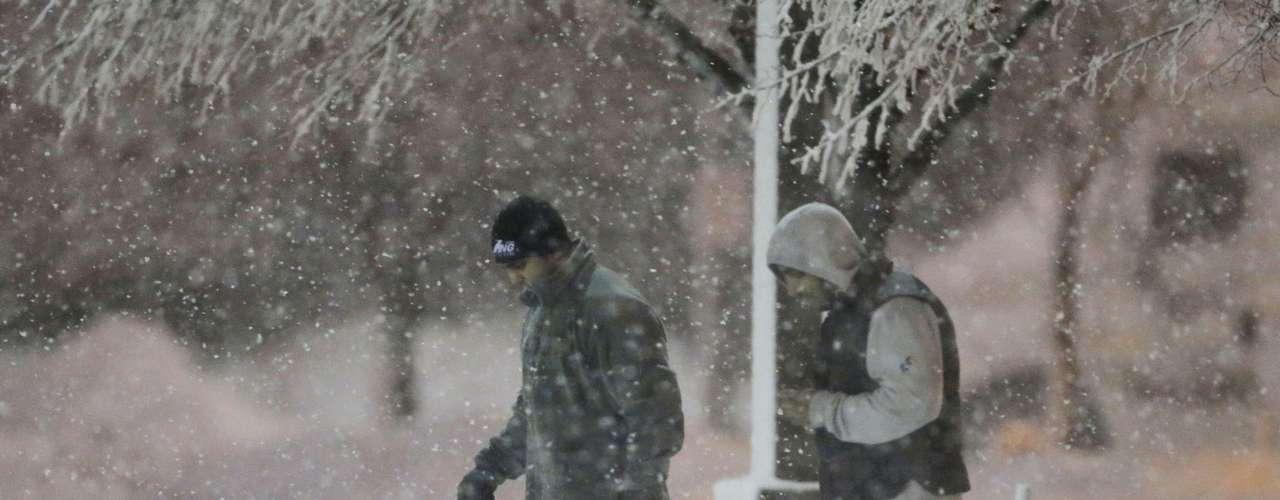 El NWS señaló que Wichita superó ya a lo largo de febrero la mayor caída de nieve de cualquier mes en la historia registrada para esa ciudad. Desde febrero, un total de 6.27 metros de nieve han caído en esa ciudad debido a la tormenta que actualmente azota la zona y a una previa que pasó la semana pasada.
