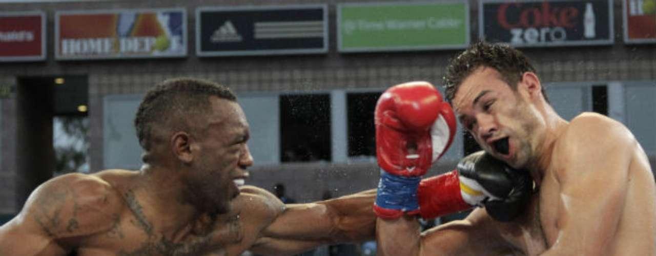 Trout también cuenta con un muy buen alcance. Puede pelear cuerpo a cuerpo o sostener una contienda para conectar a sus rivales de lejos. Aquí venció al dominicano Delvin Rodríguez.