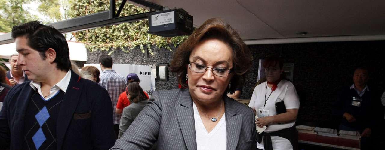 El 15 de mayo la aspirante presidencial panista, Josefina Vázquez Mota, arremetió en un spot contra Elba Esther Gordillo y Enrique Peña Nieto, a quienes acusó de haber pactado para frenar el avance de la educación en México.