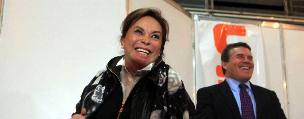 Durante la ceremonia de apertura del nuevo ciclo escolar 2012-2013 en México, la maestra erró al mencionar el número de maestros que recibirán estímulos económicos de parte del gobierno federal. \