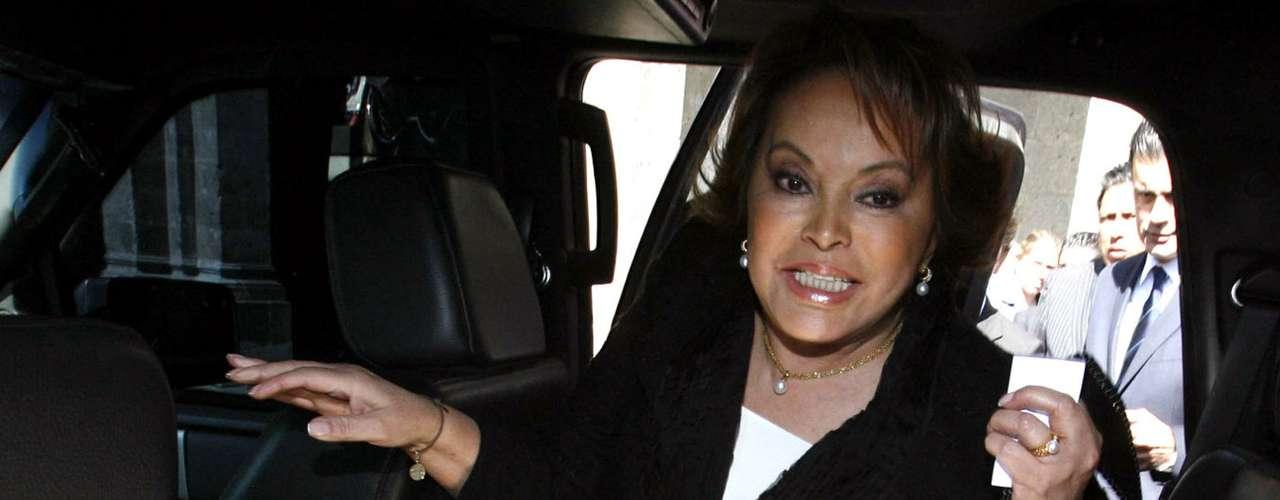 En 2008, Gordillo Morales fue criticada tras haber regalado 59 Hummers a los líderes seccionales del magisterio. Días antes había pedido al gobierno federal ampliar el presupuesto para la educación por casi 5 mil millones de pesos por la supuesta falta de recursos.