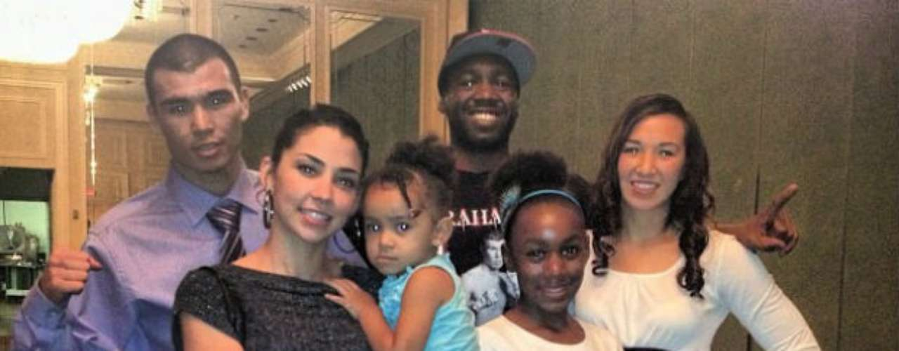 Trout tiene tres hijos; la más pequeña es Charlotte Michelle Trout, de 2 años, y su mamá, Taylor Marie Hardart (izquierda), es la prometida del campeón.